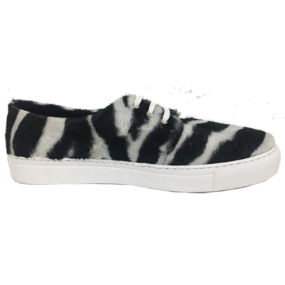 Zebra lace-up